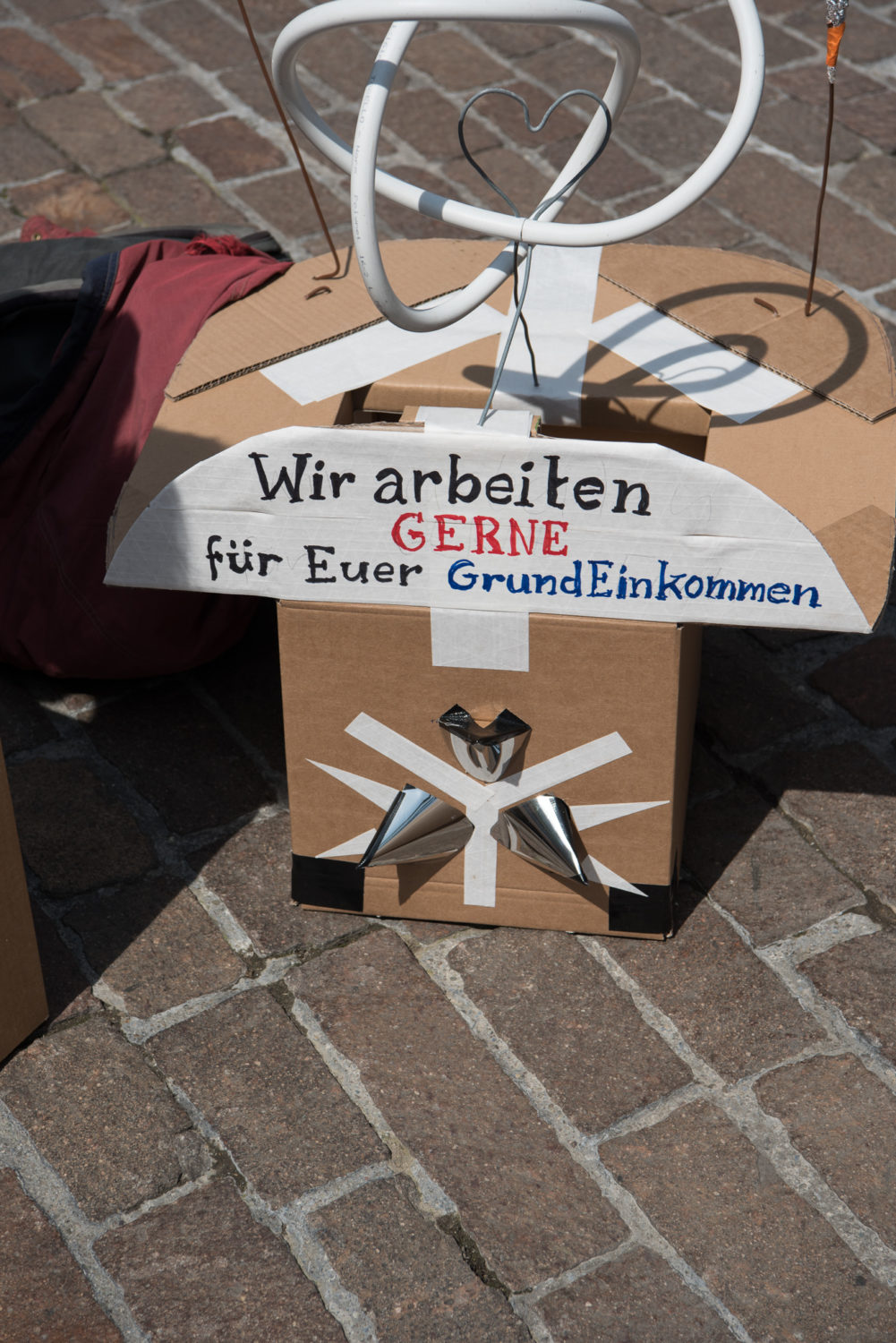 Bahnhofstrasse, Bürkliplatz, Europa, Grundeinkommen, Kanton Zürich, Kreis 1, Nordostschweiz, Paradeplatz, Photo-Bot, Schweiz, Werdmühleplatz, Zürich, _THEMES, anlässe, demo, demonstration, district 1, events, initiative, object, objekt, political event, politics, politik, politik anlass, roboter, robots, swiss initiative