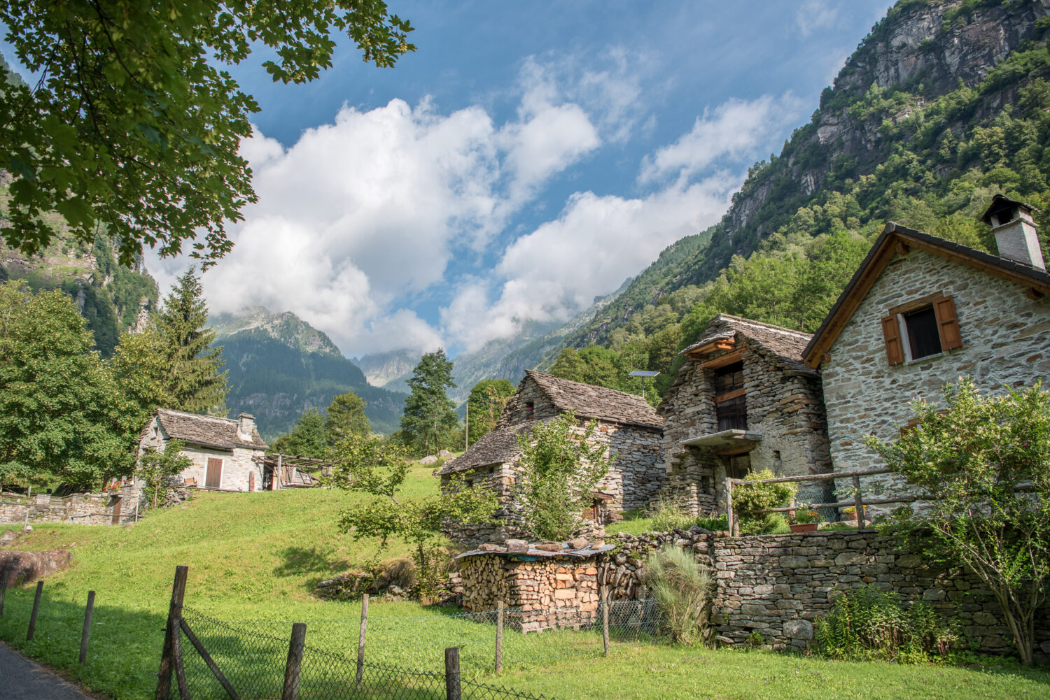Alpen, Alps, Europa, Kanton Tessin, Pick, Schweiz, Südostschweiz, Ticino, Verzasca Tal, _THEMES, architecture, architektur, berge, buildings, gebäude, haus, house, landscape, landschaft, mountains, on the way, reise, rustico, steinhaus, stone house, travel, unterwegs